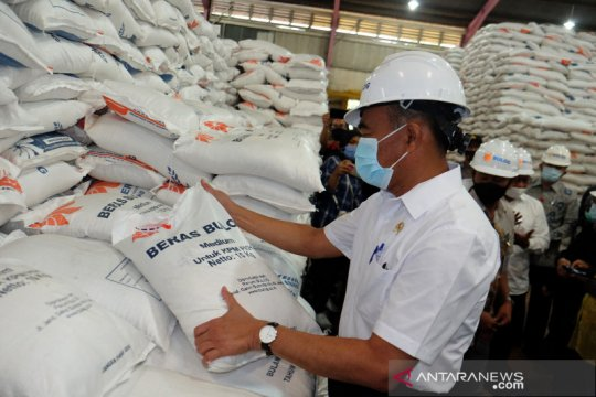 Menko PMK tinjau gudang beras Bulog di Medan