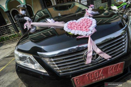 Mobil dinas pemkot untuk pernikahan warga