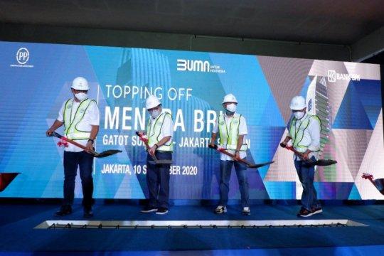 PP lakukan penutupan atap proyek Menara BRI Gatot Subroto