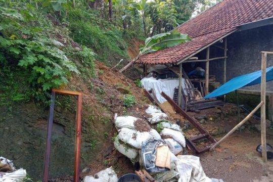Kemarin, potensi hujan lebat hingga 2.276 bencana Januari - Oktober