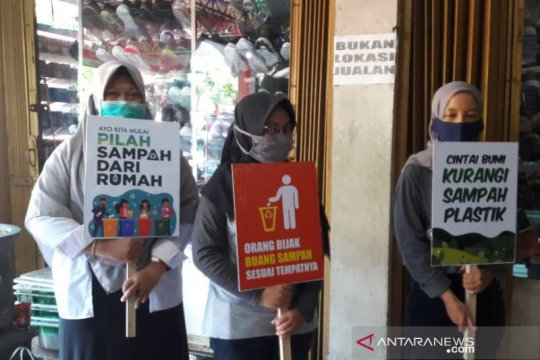 DLH Temanggung sosialisasikan Hari Bersih-Bersih Sedunia di pasar