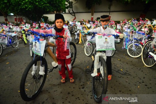 Bantuan sepeda untuk anak yatim