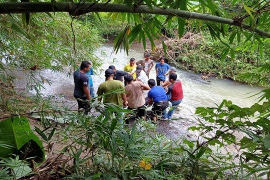 Warga Hamparan Perak temukan sosok mayat diduga korban banjir