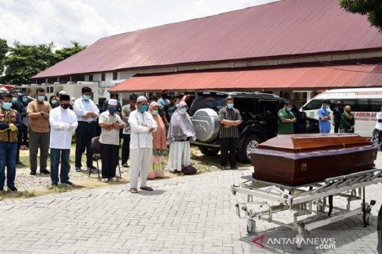 Air mata terakhir Gubernur Riau untuk dokter Oki
