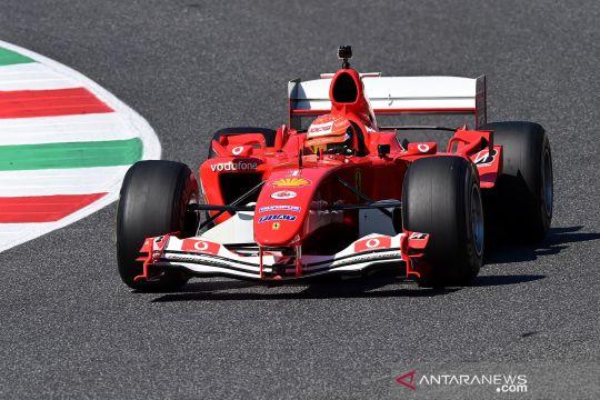 Mick Schumacher kendarai Ferrari F2004 ayahnya sebelum balapan F1