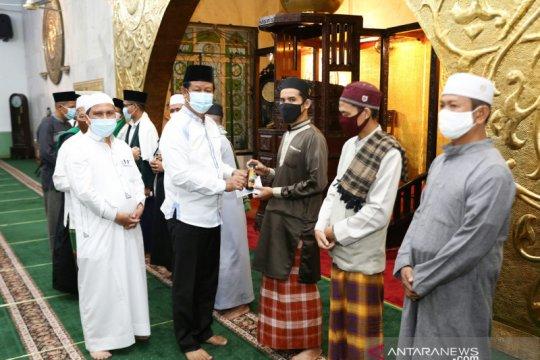 Tenaga medis dan imam di Kepri dapat bantuan suplemen madu