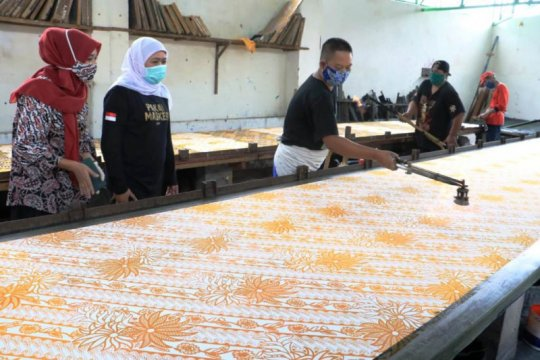 Gubernur Jatim ingatkan perajin batik daftarkan produk ke HKI