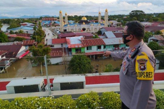Kapolres: Debit air banjir di Kapuas Hulu terus meninggi