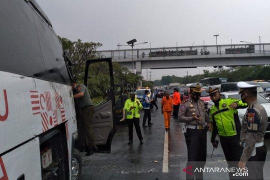 Lalin arah GT Cililitan Tol Jagorawi ditutup untuk olah TKP kecelakaan
