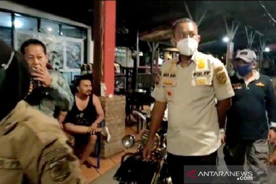 Tiga rumah makan di Puncak Bogor kena segel karena buka malam hari