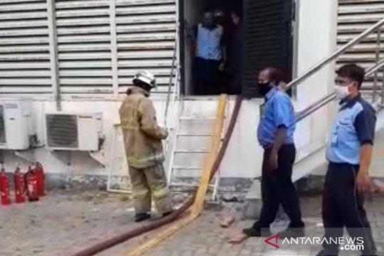 Panel listrik perusahaan manufaktur di Cakung terbakar