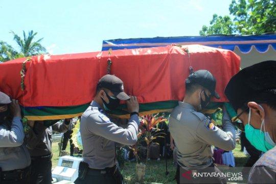 Jenazah penyidik KPK sempat terinfeksi corona dimakamkan di Jember