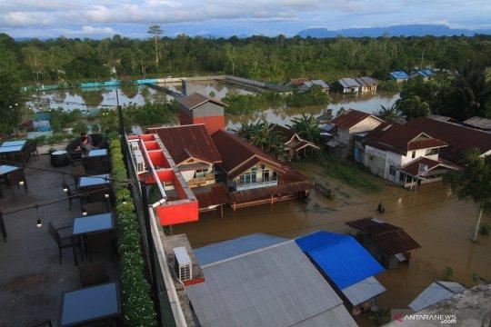 Kemarin, banjir melanda Kalimantan hingga penderita TBC dapat bansos