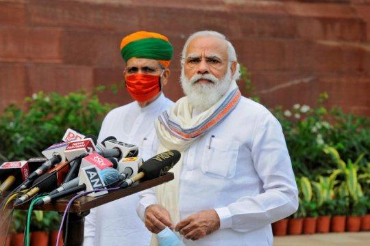 PM India terima suntikan vaksin virus corona produksi dalam negeri