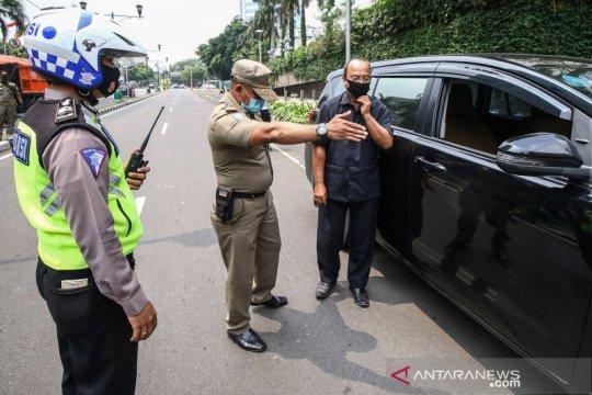 PSBB total Jakarta, Satpol PP dan polisi razia penggunaan masker