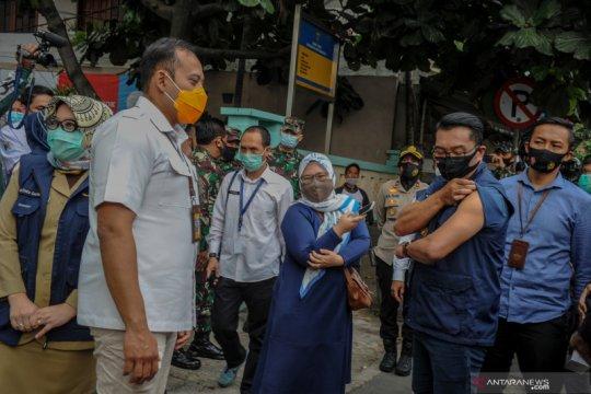 Ridwan Kamil disuntik vaksin COVID-19 yang kedua
