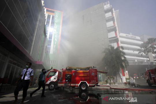Kebakaran di gedung oncology center RSUD dr Soetomo