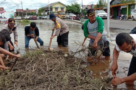 Banjir besar, Bupati Kapuas Hulu imbau warga utamakan keselamatan