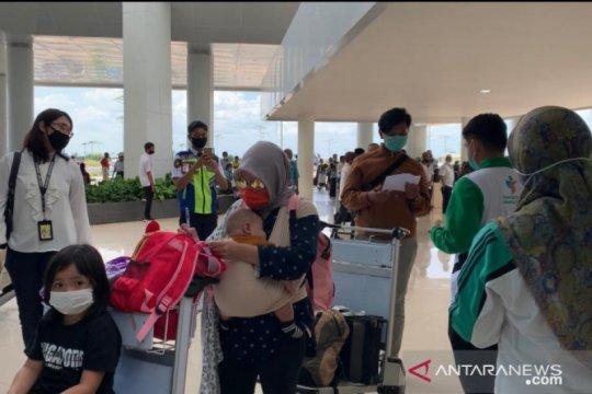 Dinkes Banjarmasin periksa warga datang dari Jakarta di bandara