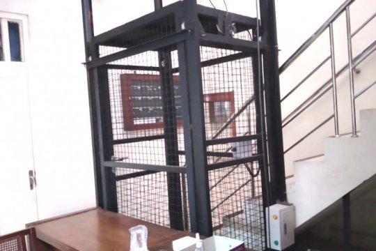 Ketua DPRD DIY alami kecelakaan lift akibat tali slink putus