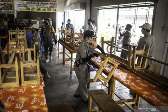 Delapan rumah makan ditutup akibat langgar PSBB