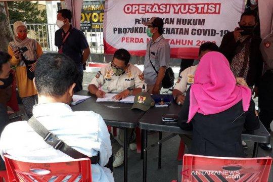 Manajer Persik Kediri terjaring operasi yustisi tak gunakan masker