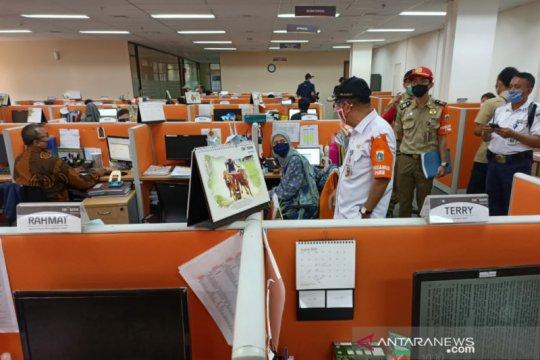 Pemkot Jakpus sidak pelaksanaan PSBB ke OK Bank Juanda