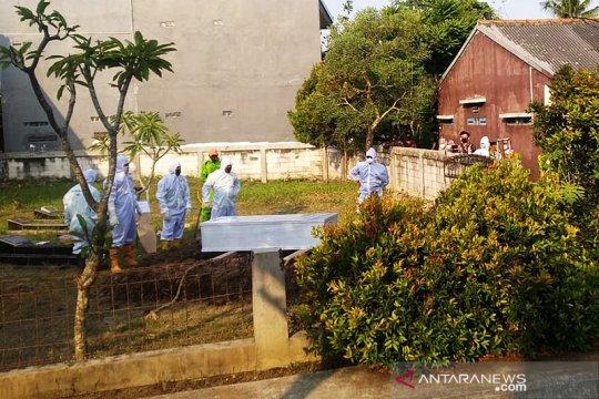 Sekda DKI Saefullah dimakamkan di lokasi wakaf keluarga