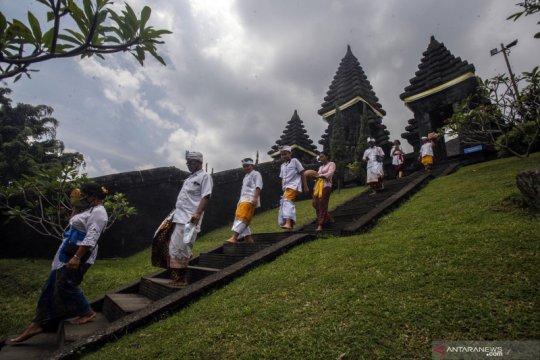 Hari Raya Galungan di Pura Jagatkarta Bogor