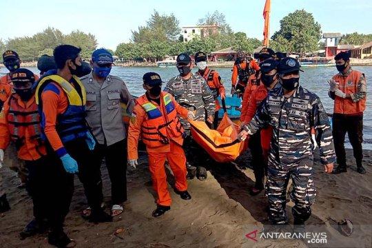Tim SAR temukan salah seorang korban tenggelam Pantai Logending