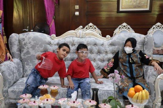 Wali Kota Risma obati dua anak kembar tuna netra hafidz Al Quran