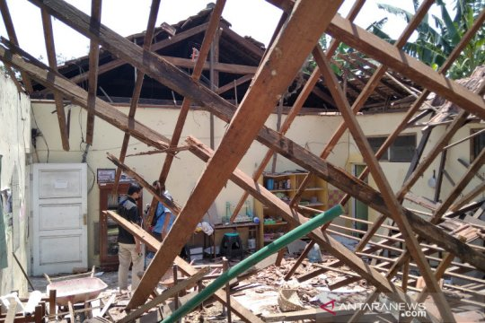 Atap bangunan SD Negeri di Kecamatan Jati Kudus ambruk