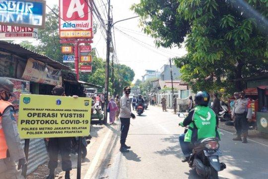 Operasi Yustisi di Mampang Prapatan jaring 100 pelanggar PSBB Jakarta