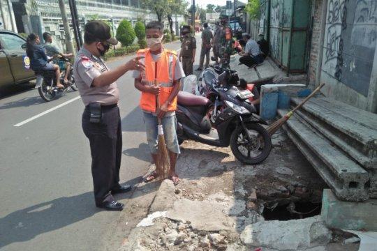 Operasi Yustisi di Rawa Buaya jaring 24 pelanggar disiplin bermasker