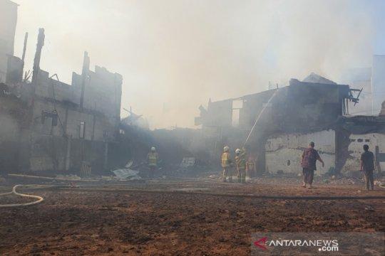 Sudin Sosial Jakpus dirikan dua posko pengungsi kebakaran Bungur