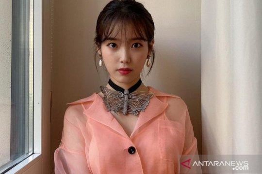 IU rayakan 12 tahun debut dengan berdonasi