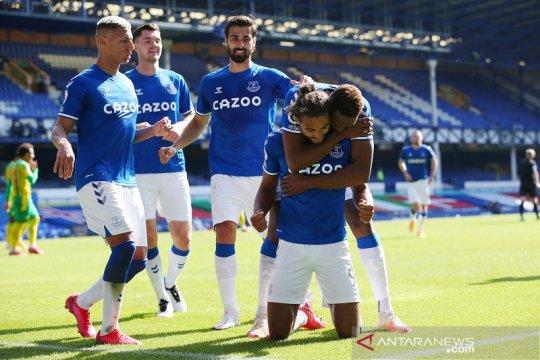"""Everton puncaki klasemen menjelang """"big match"""" Chelsea vs Liverpool"""