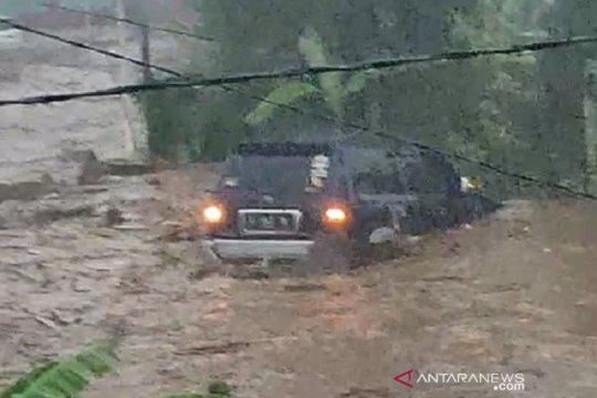 12 rumah di Sukabumi hanyut 85 terendam banjir bandang
