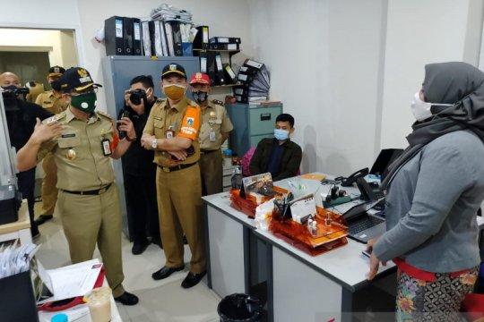 Sidak PSBB, Pemkot Jakbar tutup kantor bisnis daring langgar prokes