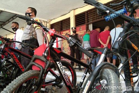 "Polisi tangkap pelajar komplotan pencuri sepeda ""berkelas"" di Kendari"