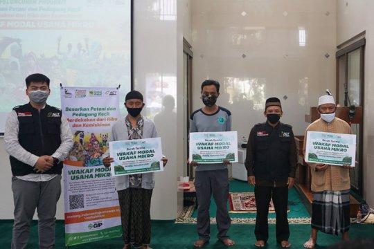 ACT Malang salurkan bantuan waqaf modal usaha mikro