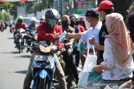 Unej bagikan masker untuk tingkatkan disiplin masyarakat