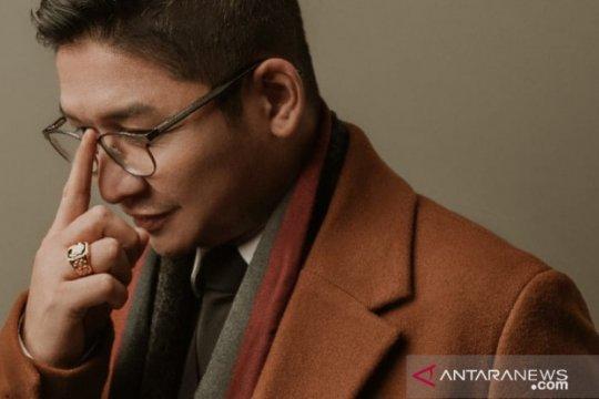 """20 tahun bermusik, Pasha Ungu rilis album solo """"Di Atas Langit"""""""