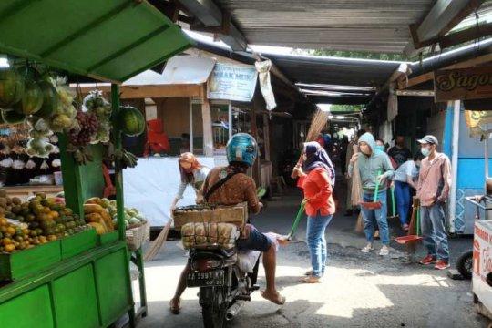 Pelanggar protokol kesehatan di Wonosobo diberi sanksi bersihkan pasar