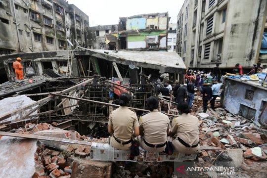 Korban tewas bangunan ambruk di India jadi 35 orang