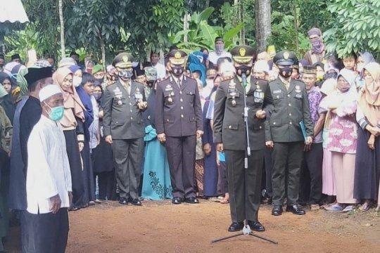 Dandim 0411 Lampung Tengah pimpin pemakaman Pratu Dwi