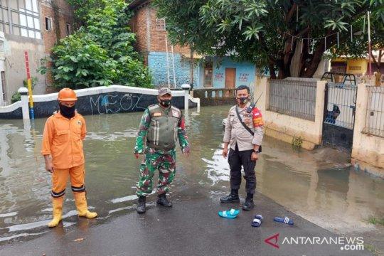 Banjir akibat luapan Kali Ciliwung  di Bidara Cina mulai surut