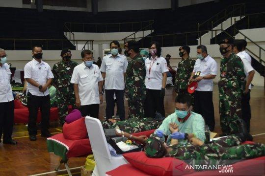Sambut HUT Ke-75, TNI bagikan ribuan paket sembako