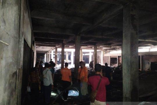 Polisi lakukan olah TKP kebakaran di Pasar Wage Purwokerto