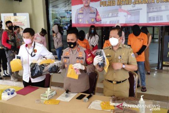 Panti pijat digerebek di Jakarta Utara saat PSBB ketat